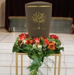 Blumenschmuck urne